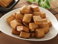 Dried tofu cut in quarter