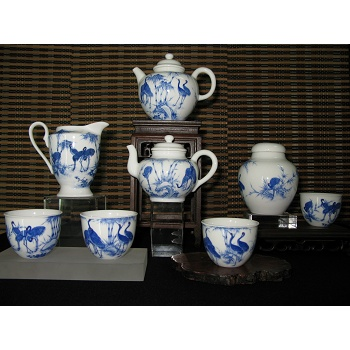 Extreamely white, hand-painted Blue-flower and crane porcelain